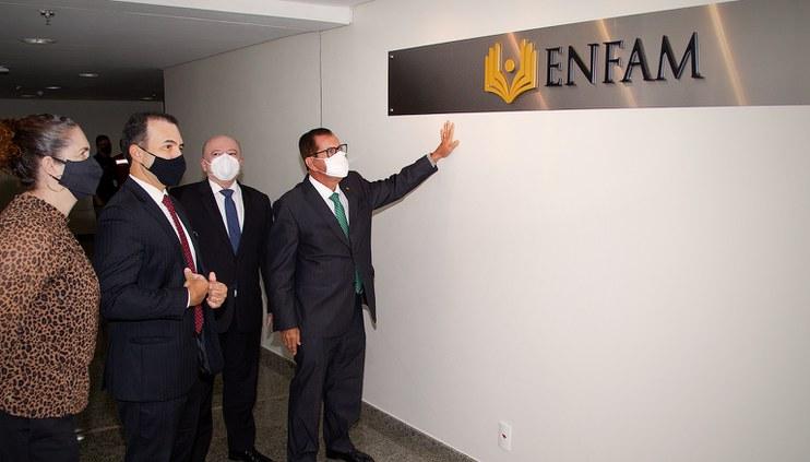 Presidente do Conselho entrega novas instalações à Enfam